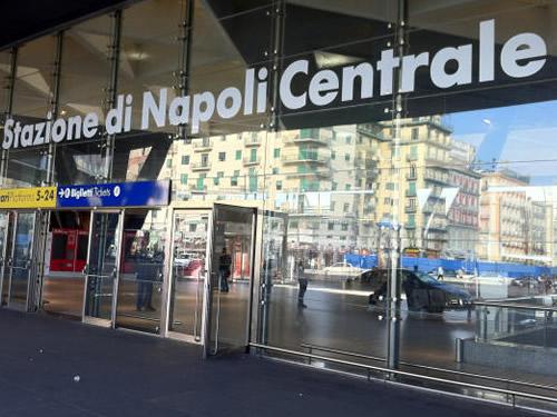 stazione treni Napoli